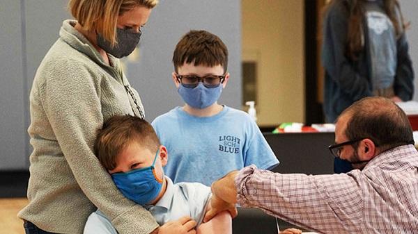 Xuất hiện tác dụng phụ hiếm gặp của vaccine Pfizer với các bé trai 1