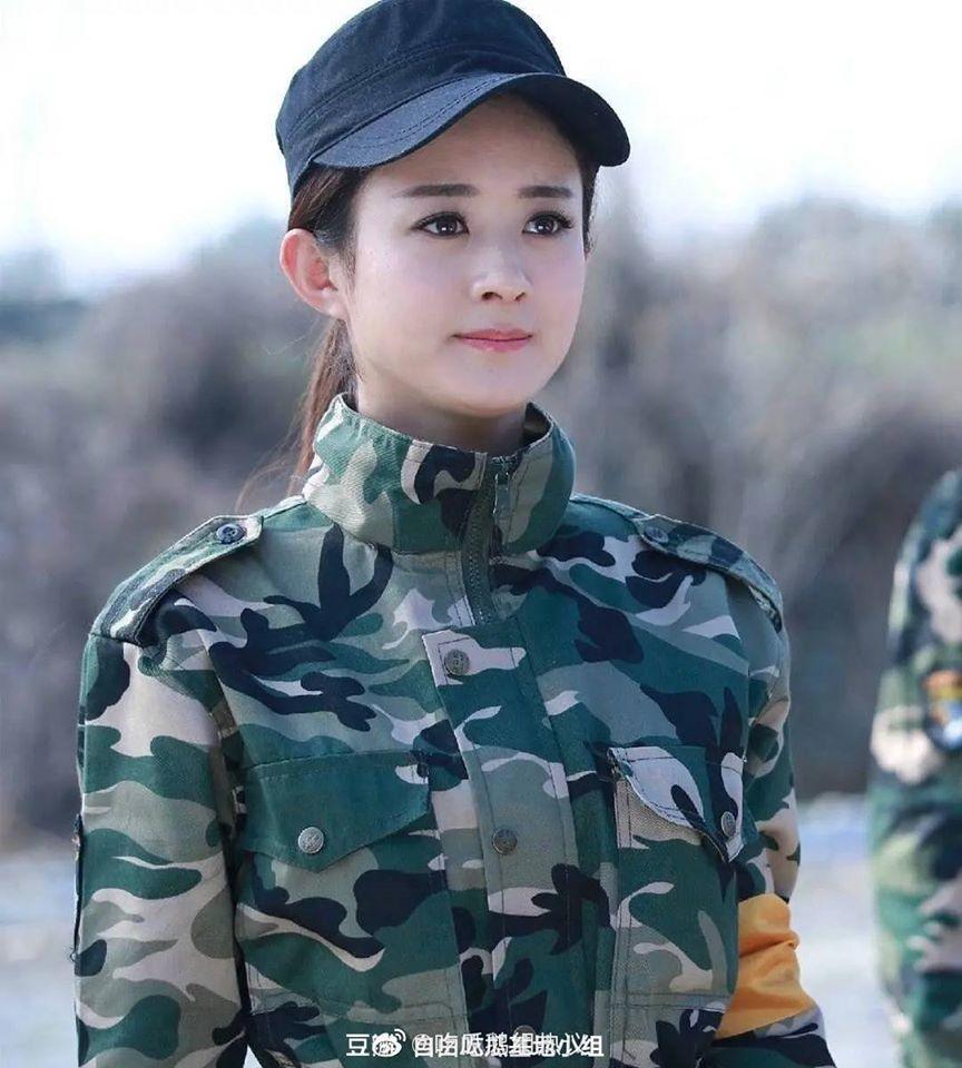 11 sao nữ Cbiz mặc quân trang: Dương Mịch, Lý Thấm, Hinh Dư phong trần nhưng trùm cuối 'soái khí' nhất 4