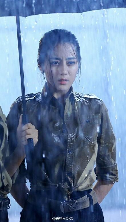 11 sao nữ Cbiz mặc quân trang: Dương Mịch, Lý Thấm, Hinh Dư phong trần nhưng trùm cuối 'soái khí' nhất 3