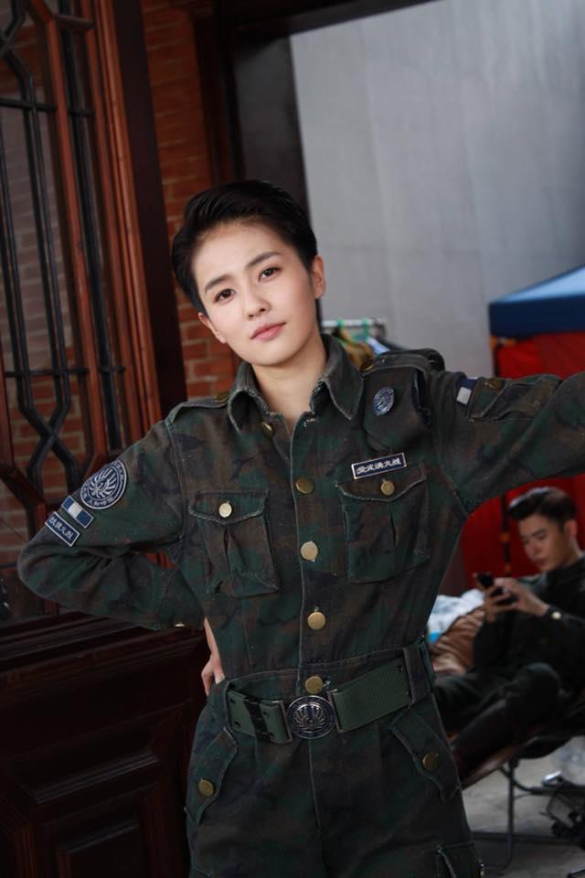 11 sao nữ Cbiz mặc quân trang: Dương Mịch, Lý Thấm, Hinh Dư phong trần nhưng trùm cuối 'soái khí' nhất 11