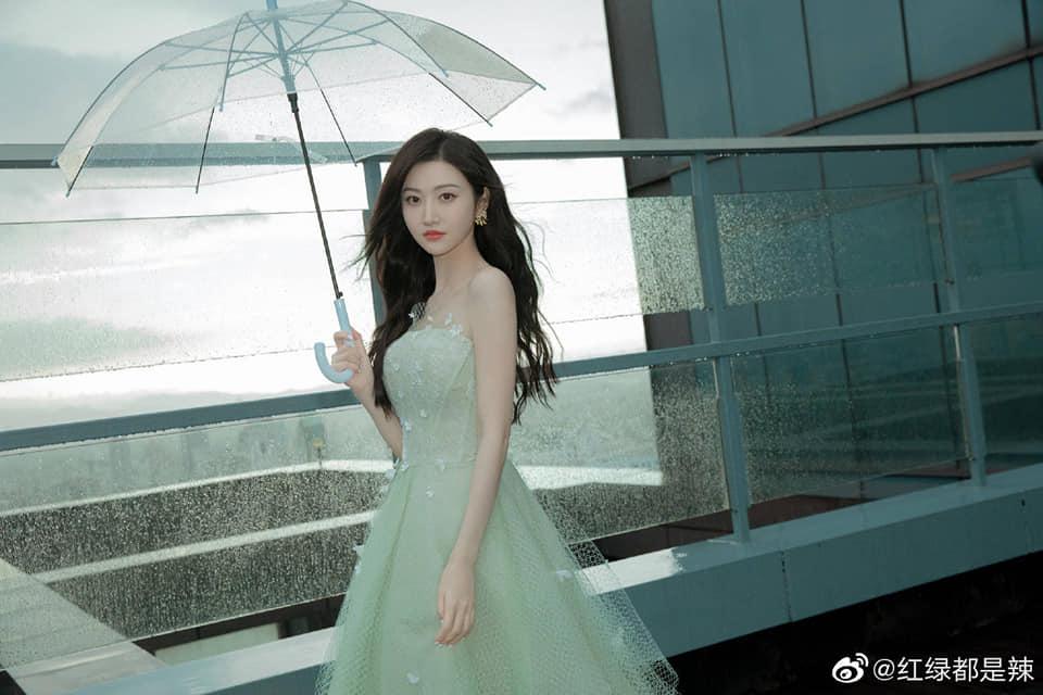 Cảnh Điềm hóa tiểu thư quý tộc sang chảnh: Nhan sắc 'Đệ nhất mỹ nữ Bắc Kinh' không đùa được đâu! 3
