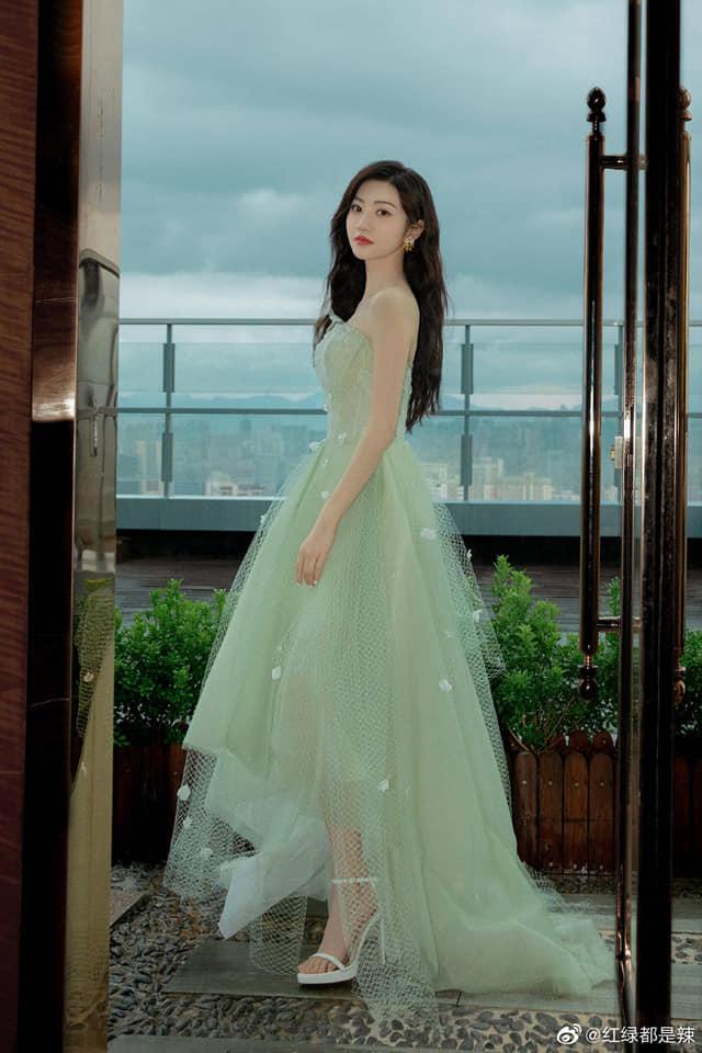 Cảnh Điềm hóa tiểu thư quý tộc sang chảnh: Nhan sắc 'Đệ nhất mỹ nữ Bắc Kinh' không đùa được đâu! 1