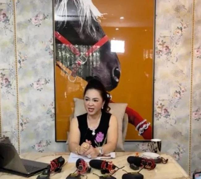Tin nóng trong ngày 17/9: Bà Phương Hằng lại có động thái mới; Mẹ Hồ Ngọc Hà vẫn làm từ thiện giữa ồn ào sao kê 3