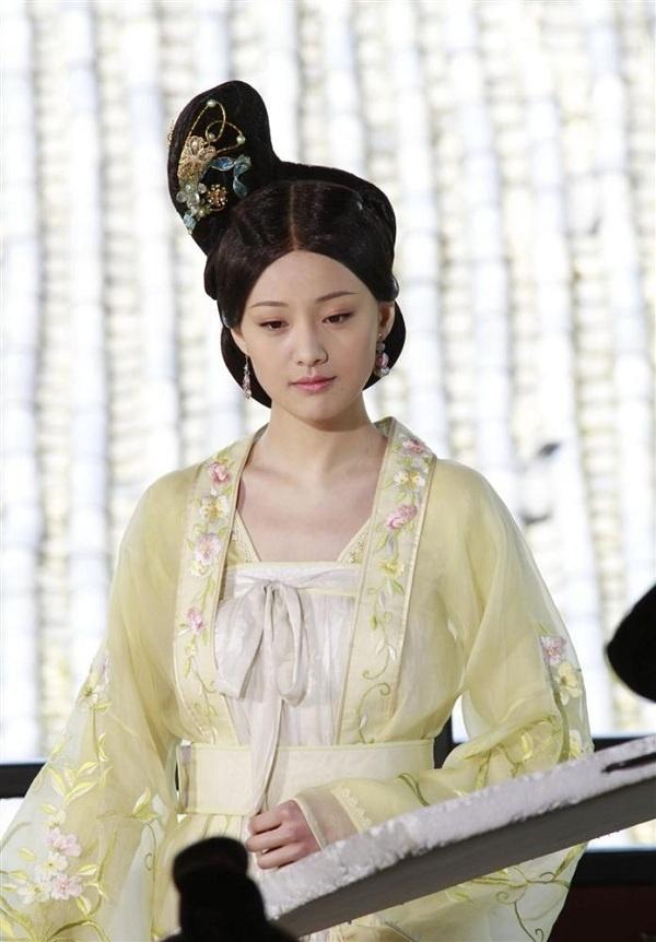11 mỹ nhân Cbiz tạo hình công chúa trên màn ảnh: Lý Thấm trong sáng, Lộ Tư đáng yêu nhưng đến trùm cuối quê mùa 11