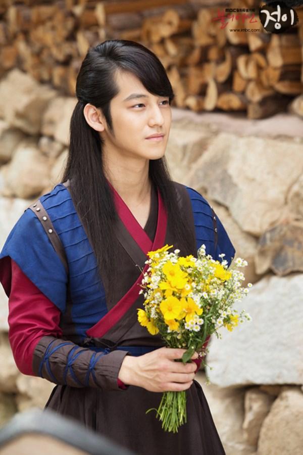 12 mỹ nam Kbiz để tóc dài cổ trang: Lee Jun Ki hắc ám, Kim Bum hút hồn, Jang Hyuk phong trần đến trùm cuối điêu đứng vì quá... xinh! 9