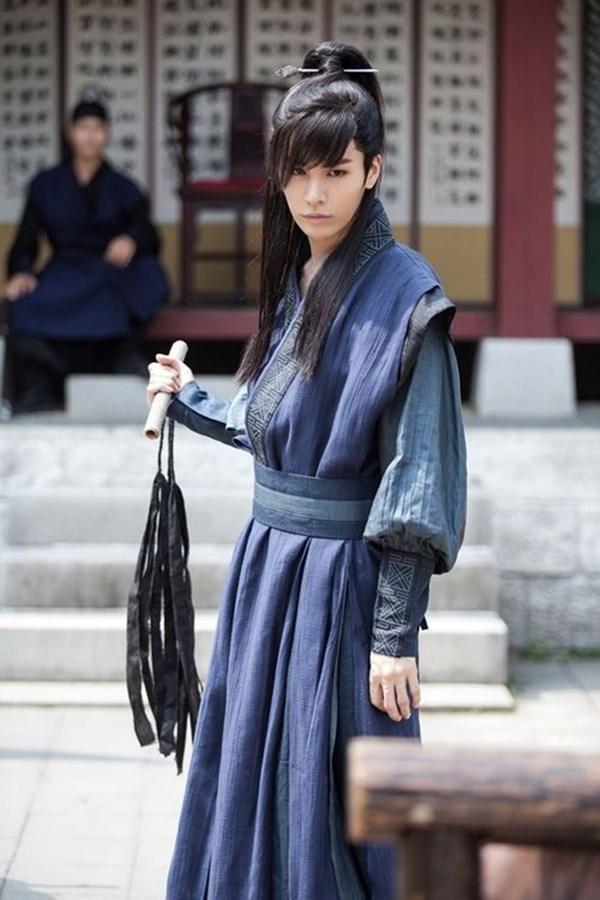 12 mỹ nam Kbiz để tóc dài cổ trang: Lee Jun Ki hắc ám, Kim Bum hút hồn, Jang Hyuk phong trần đến trùm cuối điêu đứng vì quá... xinh! 8