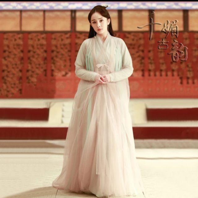 9 mỹ nhân Cbiz tạo hình nữ vương quyền lực trên màn ảnh: Dương Mịch thanh khiết, Phạm Băng Băng cao quý đến trùm cuối vẫn là tượng đài vững chắc 2