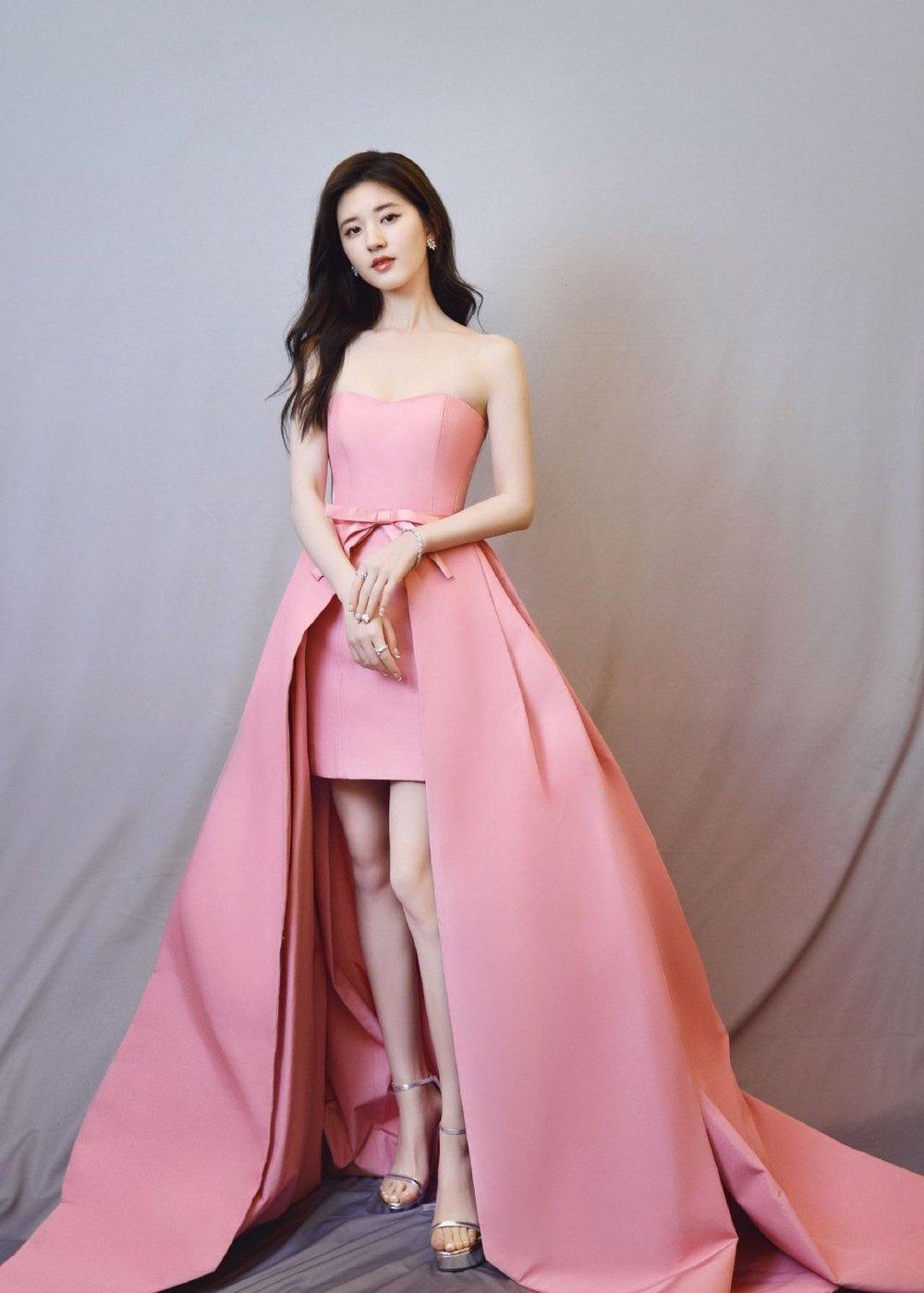 17 mỹ nhân Cbiz đọ sắc trong váy dạ hội màu hồng: Lộ Tư kiêu sa, Dương Mịch quyến rũ, Nhiệt Ba 'ngọt lịm' đến trùm cuối sến súa nổi da gà 3
