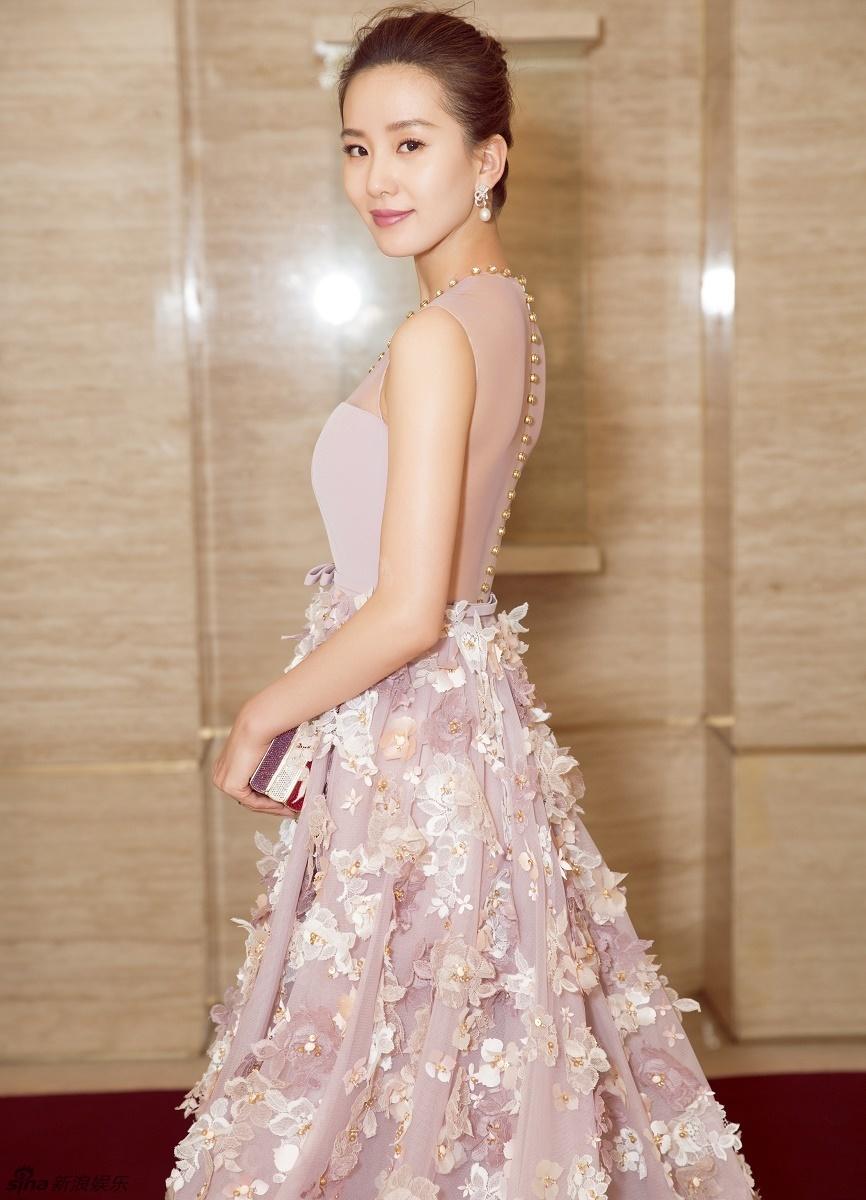 17 mỹ nhân Cbiz đọ sắc trong váy dạ hội màu hồng: Lộ Tư kiêu sa, Dương Mịch quyến rũ, Nhiệt Ba 'ngọt lịm' đến trùm cuối sến súa nổi da gà 1