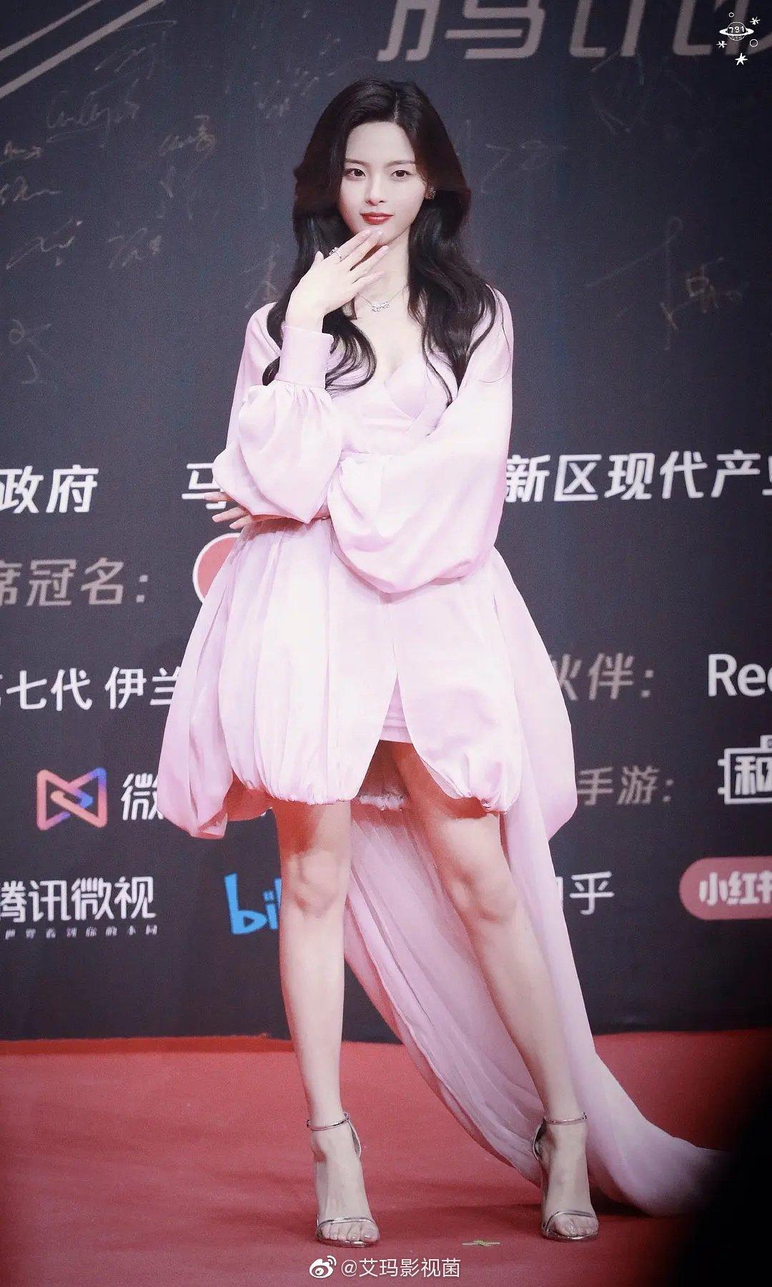 17 mỹ nhân Cbiz đọ sắc trong váy dạ hội màu hồng: Lộ Tư kiêu sa, Dương Mịch quyến rũ, Nhiệt Ba 'ngọt lịm' đến trùm cuối sến súa nổi da gà 11
