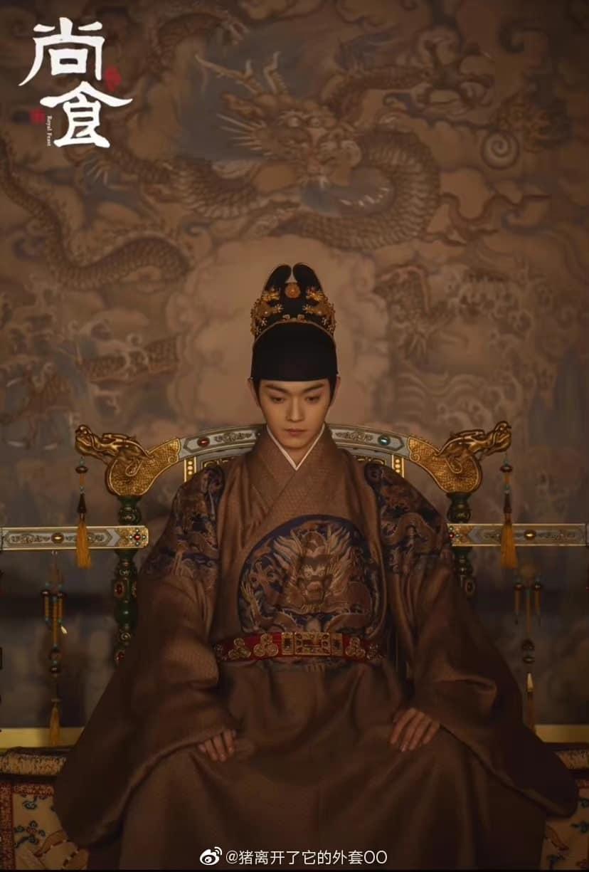 13 soái ca Cbiz vào vai hoàng đế trên màn ảnh: Hứa Khải uy nghiêm, Cao Vỹ Quang 'men-lỳ' nhưng trùm cuối lại ẻo lả không chịu nổi 2