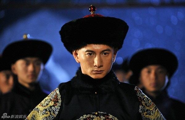 13 soái ca Cbiz vào vai hoàng đế trên màn ảnh: Hứa Khải uy nghiêm, Cao Vỹ Quang 'men-lỳ' nhưng trùm cuối lại ẻo lả không chịu nổi 1