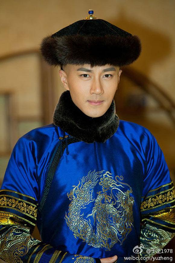 13 soái ca Cbiz vào vai hoàng đế trên màn ảnh: Hứa Khải uy nghiêm, Cao Vỹ Quang 'men-lỳ' nhưng trùm cuối lại ẻo lả không chịu nổi 10