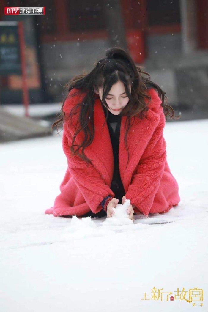 11 sao Cbiz với khoảnh khắc chơi ném tuyết: Tiêu Chiến đáng yêu, Lộ Tư tinh nghịch, trùm cuối tấu hài không chịu nổi 1