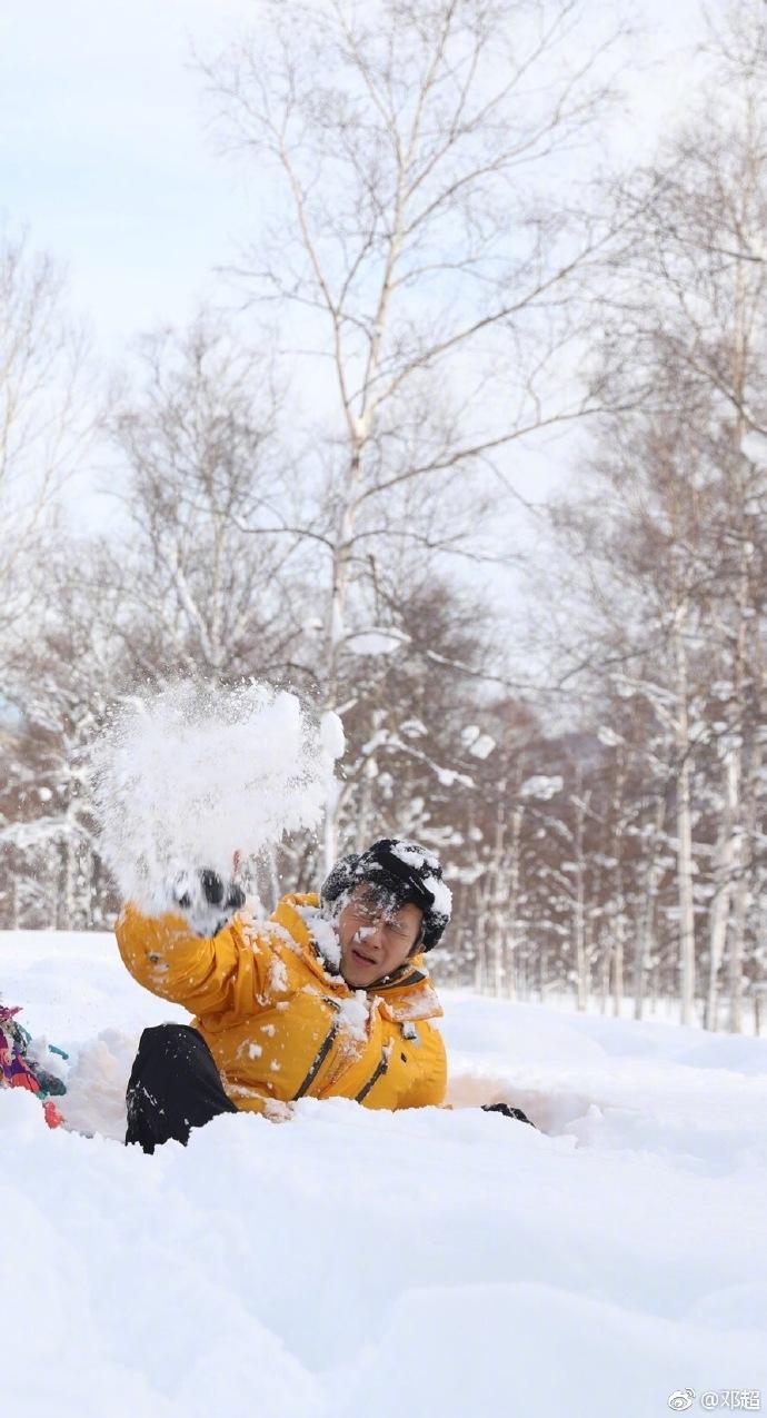 11 sao Cbiz với khoảnh khắc chơi ném tuyết: Tiêu Chiến đáng yêu, Lộ Tư tinh nghịch, trùm cuối tấu hài không chịu nổi 12