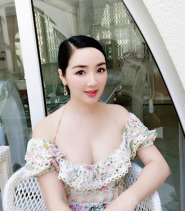 Hoa hậu từng là 'người tình màn ảnh' của Lý Hùng lộ loạt ảnh quá khứ xứng danh 'quốc sắc thiên hương' 4