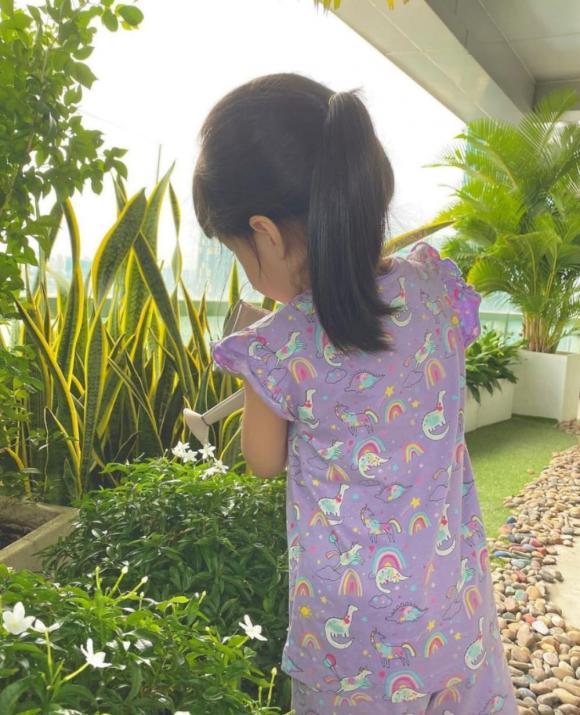 Hoa hậu Đặng Thu Thảo khiến dân tình phát sốt với hình ảnh ái nữ tập 'nữ công gia chánh' 2