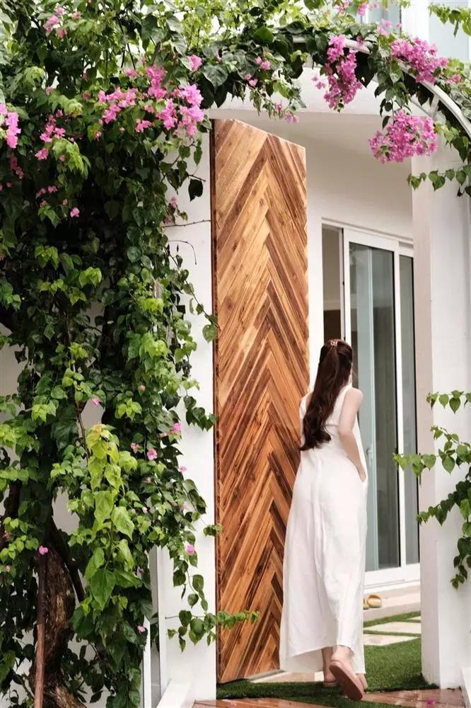 Soi cận cảnh mọi ngóc ngách trong căn biệt thự hoành tráng của gia đình Hồ Ngọc Hà, Kim Lý 2