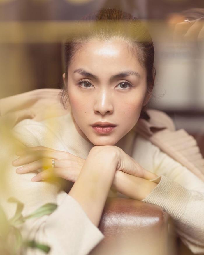 Tăng Thanh Hà lại khiến dân tình đắm đuối trước vẻ đẹp thanh thuần thời thiếu nữ trên bìa báo 1