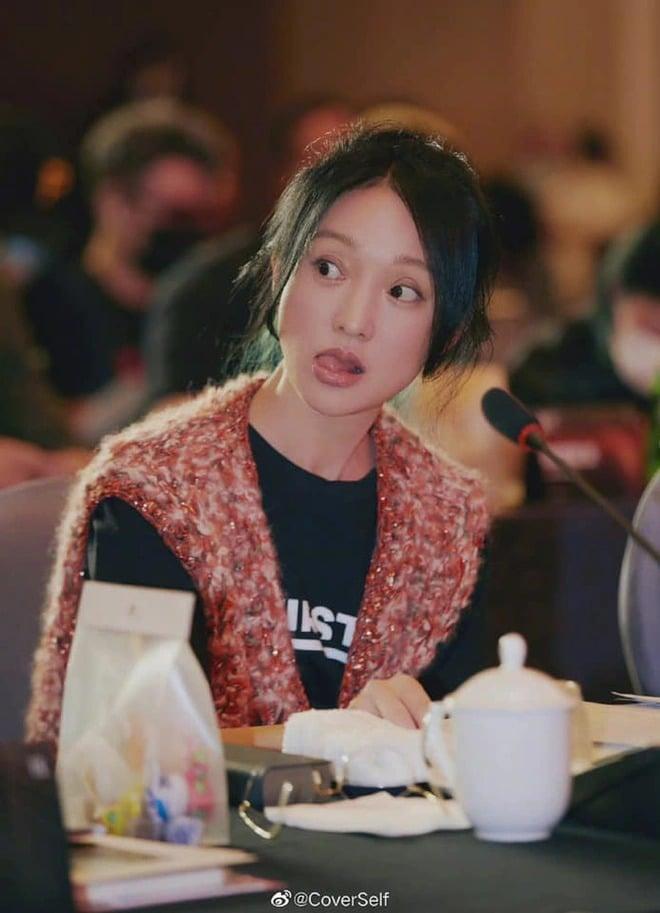 'Quốc bảo diễn xuất' Châu Tấn gây ngỡ ngàng với nhan sắc tuổi U50 1