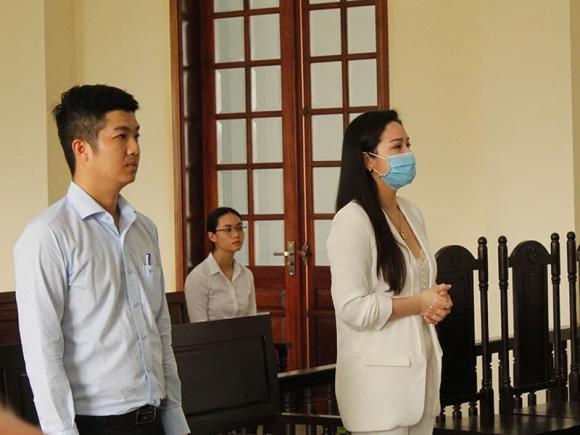 Nhật Kim Anh và động thái cứng rắn sau khi chồng cũ vẫn kiên quyết giữ con dù thua kiện 1