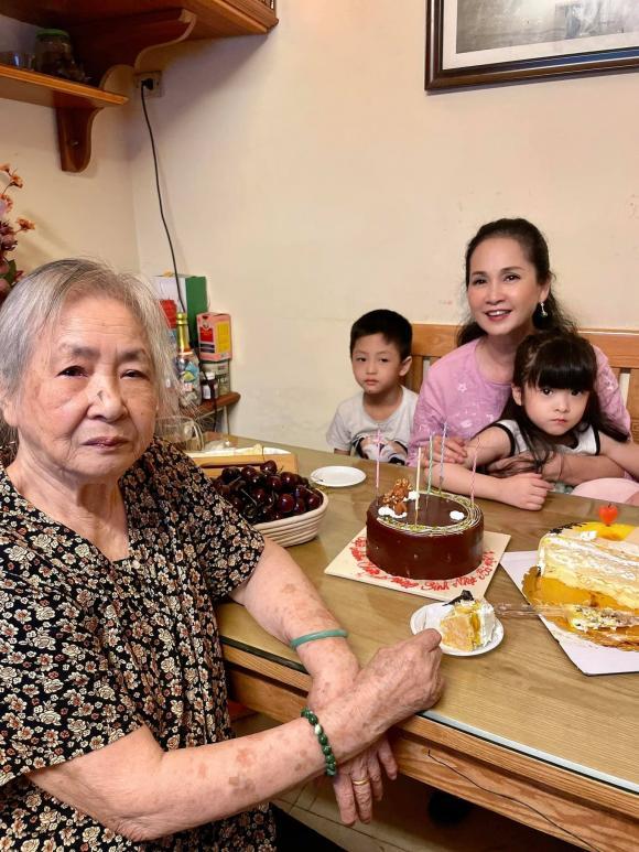 'Mẹ chồng quốc dân' Hương Bông gây ngỡ ngàng với nhan sắc ở tuổi 60 1