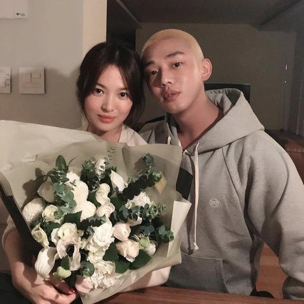 Song Hye Kyo vừa lên hình tạp chí 'sang xịn mịn', người đàn ông đặc biệt đã có ngay động thái lạ 4