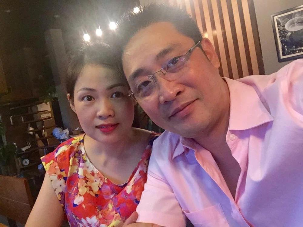 Thông tin ít biết về bà xã kém tuổi của 'lão Tấn' trong Hương vị tình thân 7