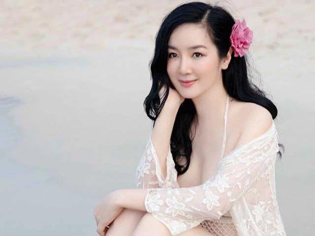 'Người tình' của Lý Hùng và màn đọ sắc bất phân thắng bại với 'đệ nhất mỹ nhân' Hong Kong 12