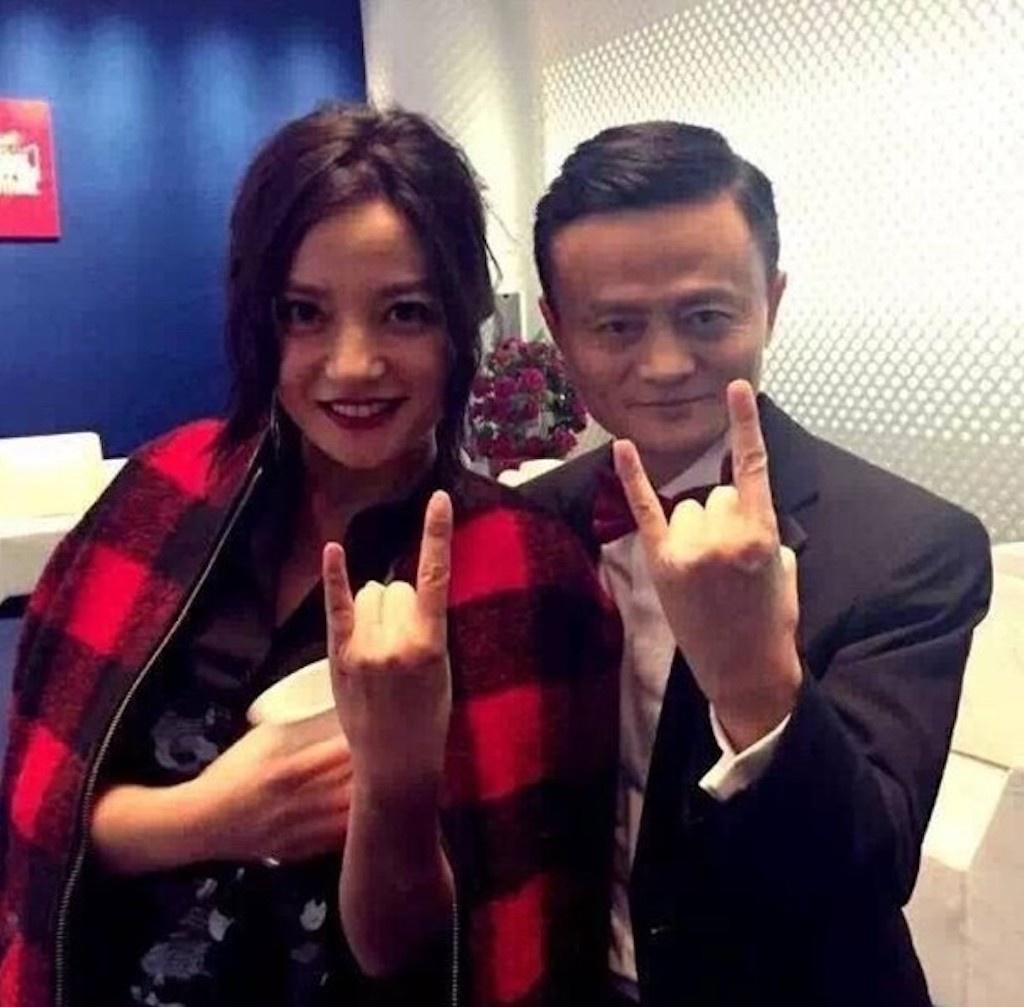 Đây mới thực sự là lý do khiến Triệu Vy 'rớt đài': Mối quan hệ 'trong tối' với ông trùm Alibaba được phơi bày 1