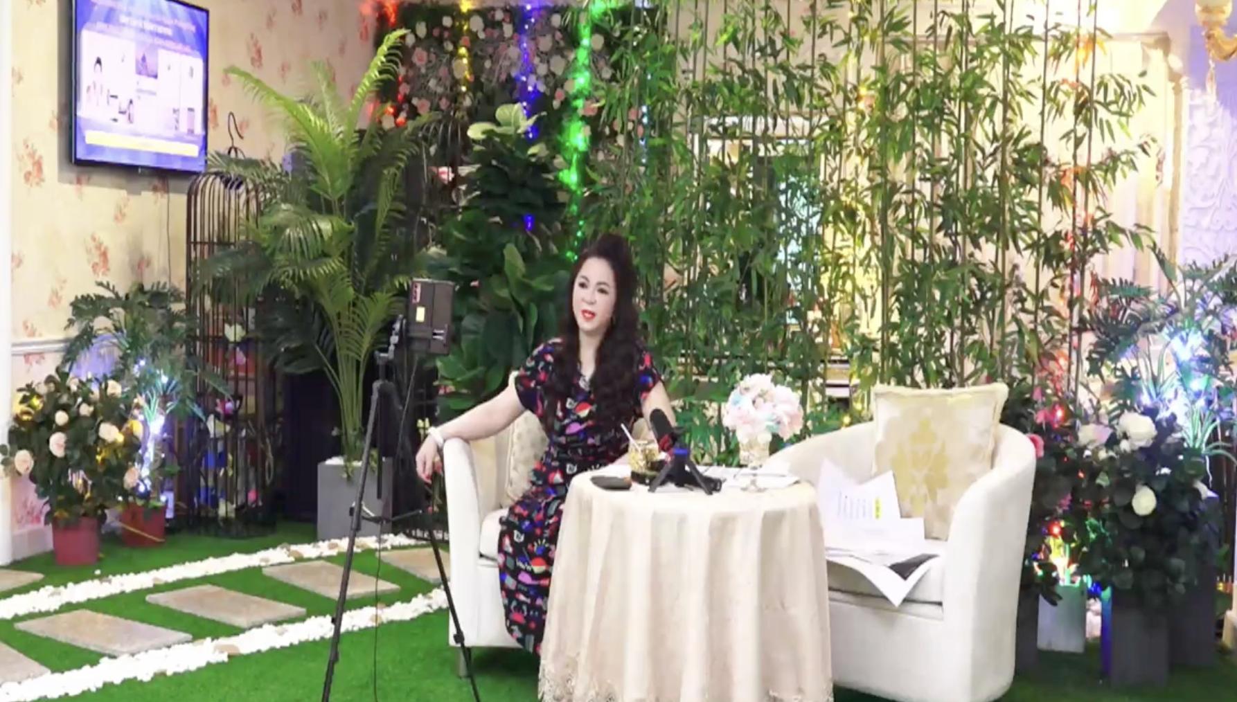 Nguyễn Sin khiến MXH dậy sóng khi 'đối đầu' với bà Phương Hằng giữa 'tâm bão sao kê' 2