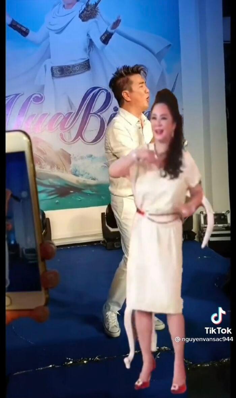 Thực hư chuyện bà Phương Hằng và Đàm Vĩnh Hưng chung sân khấu hát múa ăn ý mặc ồn ào 3