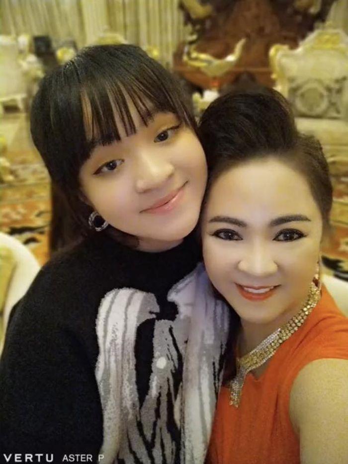Bà Phương Hằng tiết lộ danh tính người thừa kế bộ nữ trang bạc tỷ của mình 7