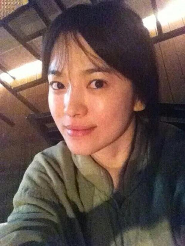 Loạt ảnh mặt mộc của 2 quốc bảo nhan sắc xứ Hàn: Song Hye Kyo tinh khôi, Kim Tae Hee đầy thánh thiện 3