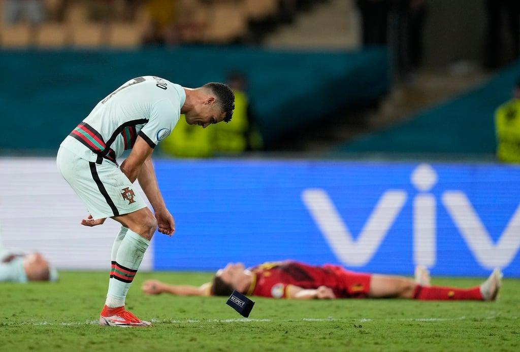 رونالدو در پایان کار خود با ترک یورو ، همزمان به دلیل اقدام کلاهبرداری مورد تمسخر هواداران قرار گرفت 1