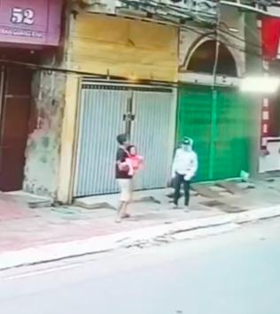 Gia cảnh khó khăn của người đàn ông đỡ bé gái từ tầng 2 rơi xuống đường ở Nam Định 2