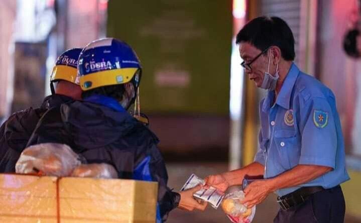TP.HCM ra công văn khẩn giải quyết khó khăn cho người dân khi không thể mua thức ăn mang về 2