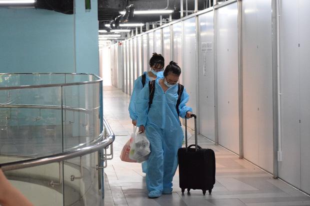BV dã chiến 1000 giường bệnh ở Thuận Kiều Plaza chính thức tiếp nhận, điều trị BN Covid-19  4