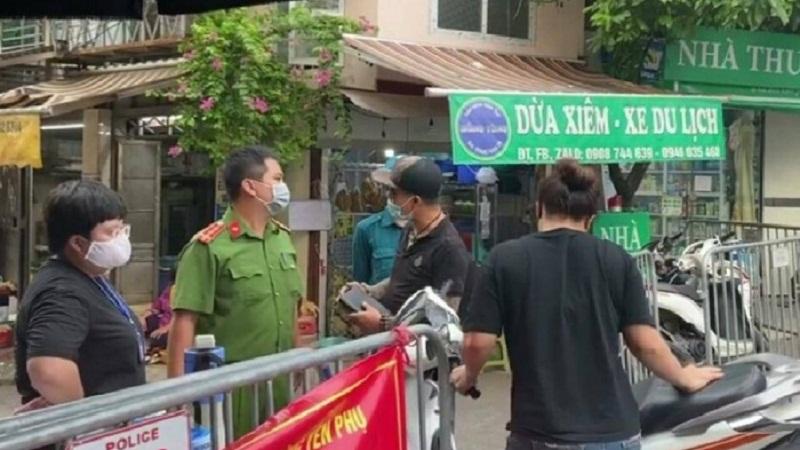 Vụ vợ chồng làm loạn chốt kiểm dịch tại chợ Yên Phụ: Phạt kịch khung, chuyển hồ sơ lên công an quận 1