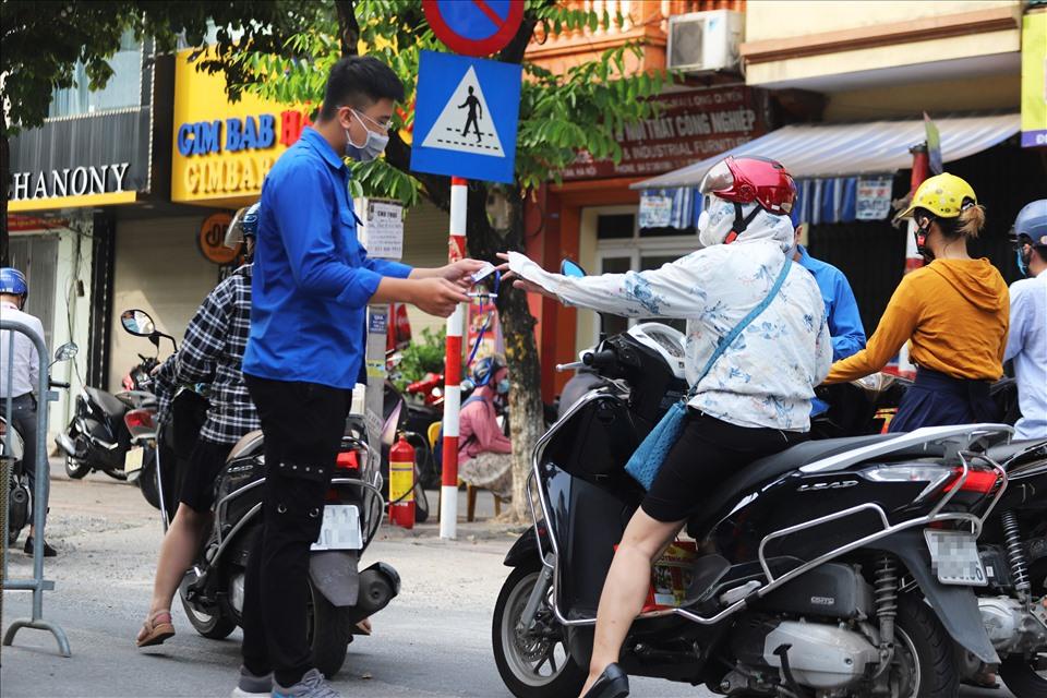 Hà Nội công bố 5 trường hợp đủ điều kiện đi lại trong lúc giãn cách xã hội 2