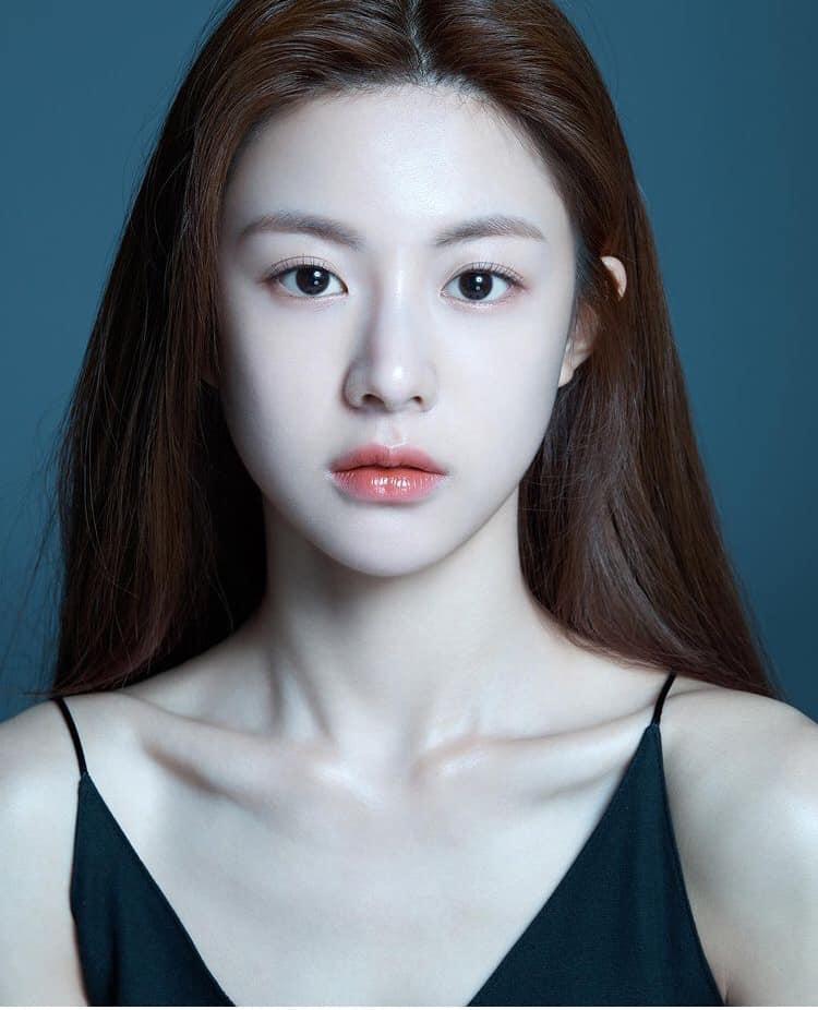 Mỹ nhân Hàn sở hữu gương mặt tỉ lệ 'kim cương' chỉ nhờ nâng mũi 2