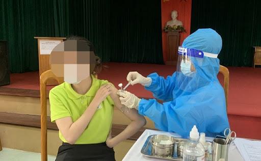 Thông tin mới vụ cô giáo tiêm 2 mũi vắc xin trong 10 phút, còn muốn tiêm 4 mũi 1