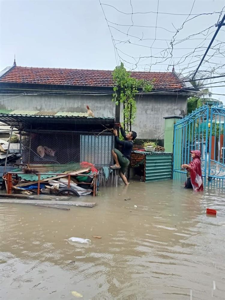 Quảng Ninh: Mưa lớn khiến nhiều tuyến đường ngập úng, quân đội phải điều xe đón học sinh 8