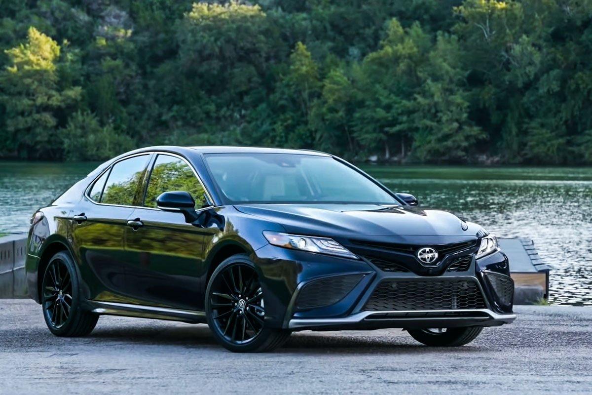 Bảng giá xe Toyota Camry tháng 7/2021: Thêm ưu đãi, củng cố vị trí dẫn đầu phân khúc 1