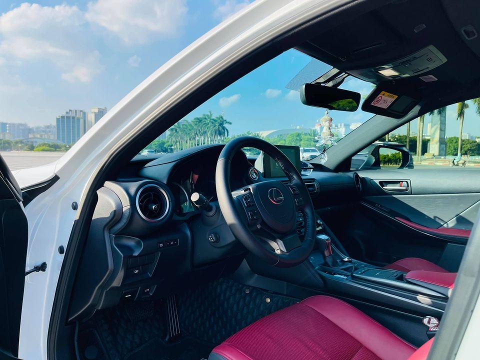 Lexus IS 300 thế hệ mới lần đầu lên sàn xe cũ, tiết kiệm vài trăm triệu cho khách mua 3