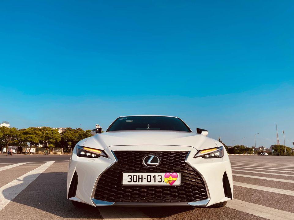 Lexus IS 300 thế hệ mới lần đầu lên sàn xe cũ, tiết kiệm vài trăm triệu cho khách mua 2