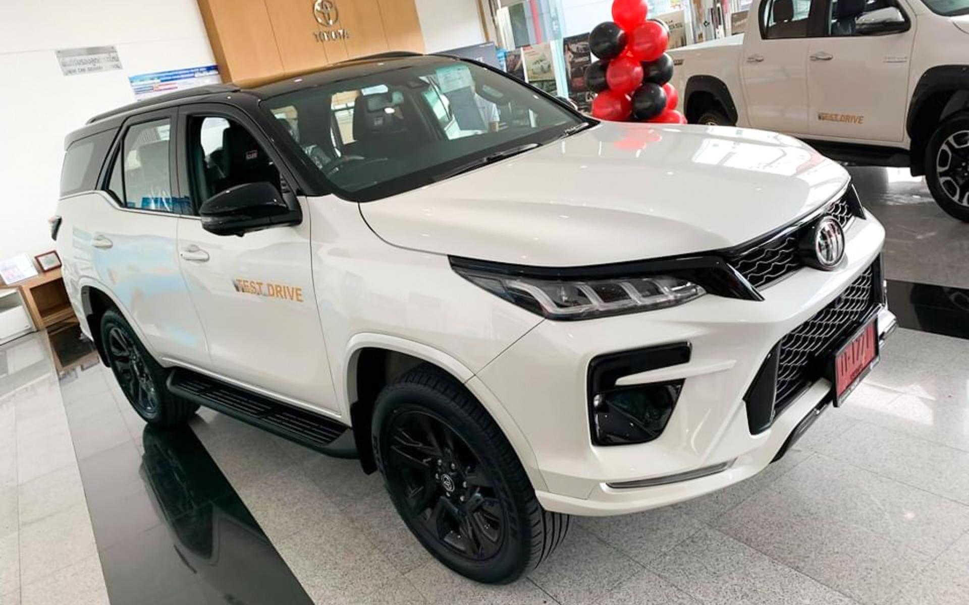 Xem trước Toyota Fortuner GR Sport 2022 giá 1.3 tỷ tại đại lý Thái Lan, sắp có mặt tại Việt Nam 2