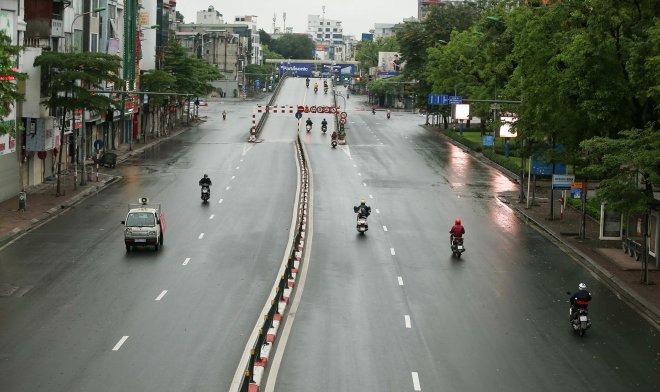 Dự báo thời tiết 24/7: Ngày đầu giãn cách Hà Nội có nắng trở lại, cục bộ mưa rào 1