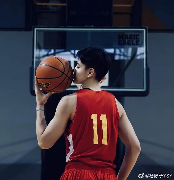Nhan sắc 'soái ca' của nữ VĐV bóng rổ Trung Quốc Dương Thư Dữ gây 'sốt' 1