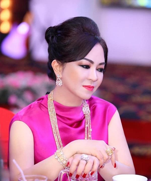 Không hứa suông, bà Nguyễn Phương Hằng 'chơi tất tay' cho mượn đất, hỗ trợ 1500 lít oxy mỗi ngày 3